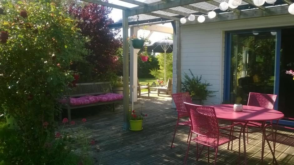 Terrasse-maison-bois-repas-1